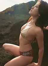 Steamy babe Haruna Yabuki looks incredible in her bikini