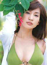 Plump breasted gravure idol beauty enchants in her bikini