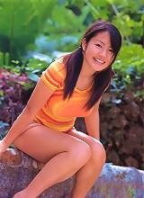 Cute gravure idol hottie with soft juicey breasts in a bikini