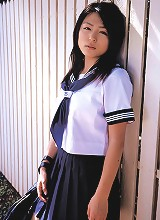 Cute gravure idol babe is adorable in her school girl uniform