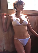 Arousing gravure idol beauty with big busty boobs in a bikini