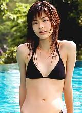 Lovely gravure hottie is adorable in her skimpy little bikini