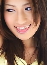 Reina Fujii Shows Her Beautiful Breasts