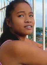 Young Filipina hustler fucks like a wild animal outdoors