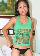 Petite Filipina bargirl fucks tourist in sleazy hotel