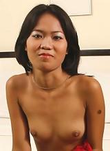 Hot young Filipina babe fucks a friend in local motel