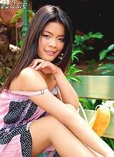 Pang Piyatida strips nude while picnicing in the park