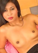 Thai babe Apple nude in socks